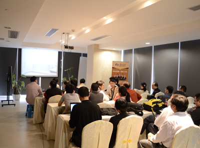 广州各大口腔机构的30余名知名专家、医生踊跃莅临德伦学术会议室