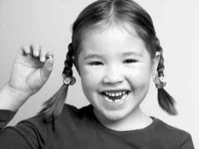 1岁宝宝乳牙釉质脱落